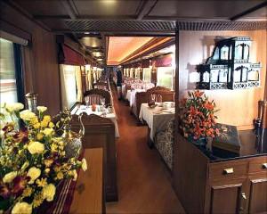 王公快车(Maharajas' Express)上的餐厅