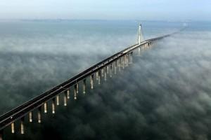 世界最长跨海大桥:中国青岛胶州湾跨海大桥