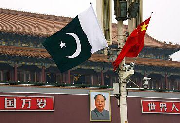 中国和巴基斯坦国旗