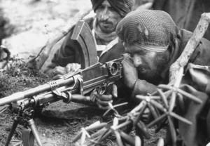 印度人看1962年中印战争:中印战争期间的印度锡克士兵正在操作布伦机枪