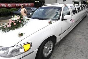 印度网民看中国贫富差距:上海一场婚礼上的林肯加长轿车