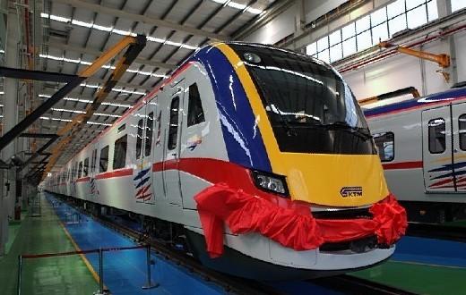 中国出口马来西亚动车下线