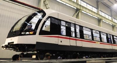 中国首列中低速磁悬浮列车下线