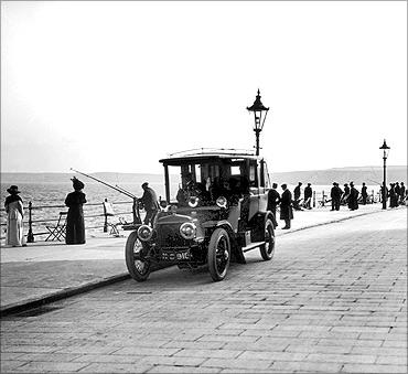 印度人看上海:孟买海滨大道(Marine Drive)
