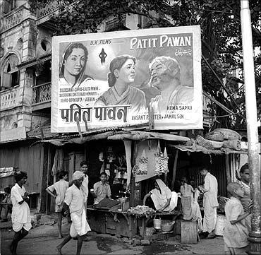 印度人看上海:印度孟买街上的电影海报