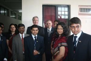 印度人看中国:美国副国务卿威廉·伯恩斯和普纳大学的一群师生合影