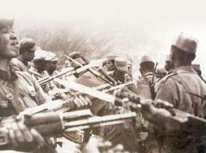 印度人看1962年中印战争:中印战争前著名的两军士兵对峙照片