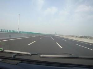 在华哥伦比亚人比较中国和凤凰彩票的高速公路:中国高速公路