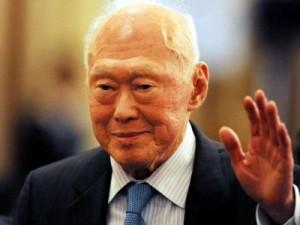 印度人到中国上海旅游:新加坡前总理李光耀(Lee Kuan Yew)评论中国和印度