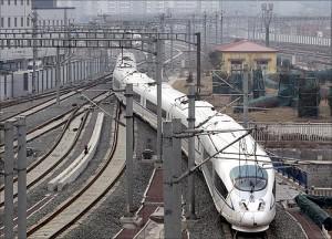 印度人眼中的中国经济:一列CRH3动车进入北京南站