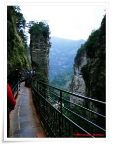 印度人游览雁荡山小龙湫:小龙湫周围的过道