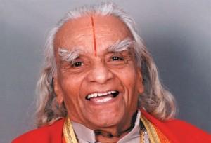 印度瑜伽大师B.K.S.艾扬格(B.K.S. Iyengar)是世界最著名的瑜伽大师