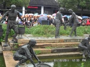 在中国工作的印度人Navneet:乌镇的雕塑