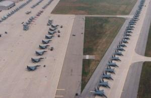冲绳嘉手纳基地的美军驻有大量的战机