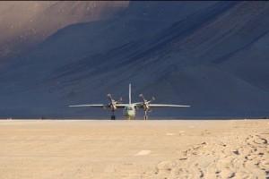 印度空军的AN-32运输机降落在达拉克的诺玛机场(Nyoma airstrip)