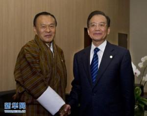 6月21日,中国国务院总理温家宝在巴西里约热内卢会见不丹首相吉格梅·廷莱