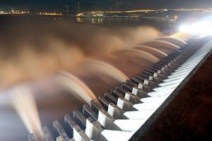 三峡大坝是世界上最大的水电工程和最大的清洁能源基地