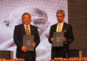 《甘地:杰出的领导力》中文版签约仪式在京举行 2013年初发行