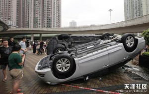 日本人登上了钓鱼岛,中国人掀翻了日本车