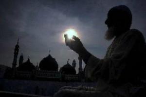 许多印度人在斋月期间飞往迪拜乞讨
