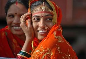 印度女人的黑皮肤突显黄金首饰,不佩戴黄金首饰甚至不出门