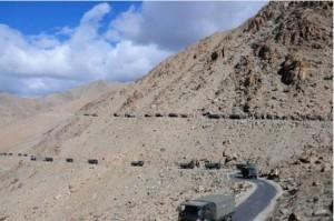 印度在中印边界己方一侧增修公路