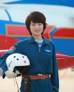 中国女飞行员余旭