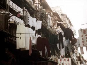 1972年的香港:街道上晒衣绳的使用很普遍