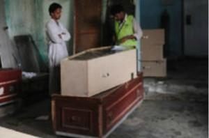 印度从中国进口的棺材是用桐木制成的。这种木材很环保,坚硬,又可以在一周内降解。
