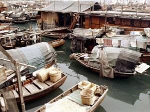 40年前的香港:一些人住在船上