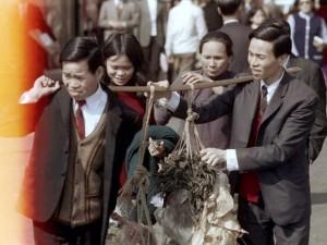 40年前的香港:穿西装很常见