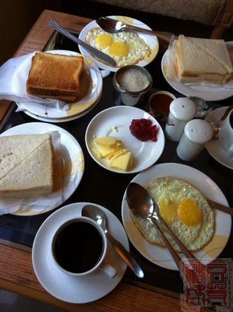 德里酒店带的早餐,除了咖啡淡而无味之外,其余尚可