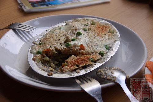 表面一层是奶酪,味道不知道为什么略苦,下面铺了一层咖喱土豆泥,还蛮好吃的