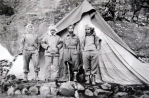 中印战争:1962年10月初,摄于章多(Tsangdhar ),右二是贝尔