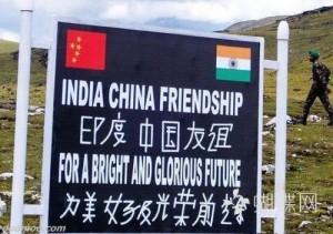 中印边境上的印度标语:汉语水平惊呆国人,注意国旗!