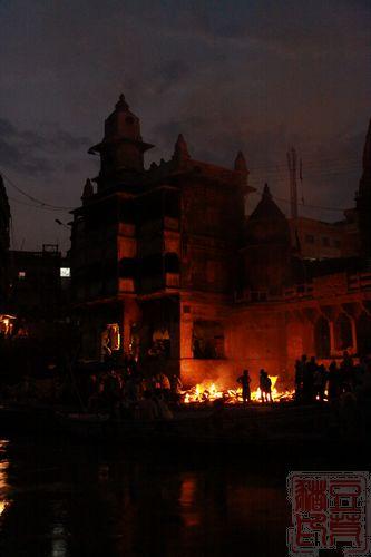 一念地狱,一念天堂 印度行(二)瓦拉纳西 日夜不停的火葬