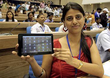 印度廉价平板电脑 Aakash tablet PC