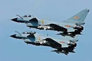 歼10战机和F15战机对峙