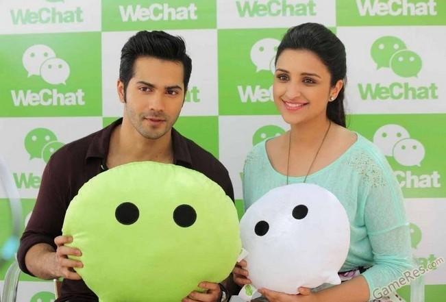 为微信印度版代言的宝莱坞明星Parineeti Chopra和Varun Dhawan